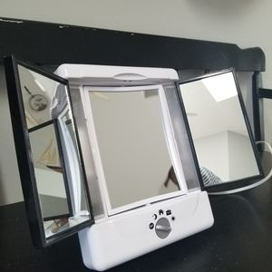 Conair - Double Sided Lighted Make Up Mirror